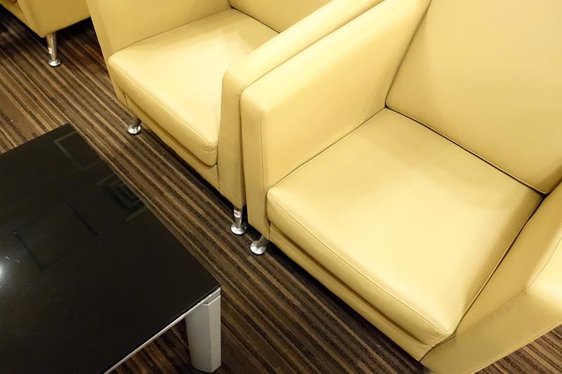 ソファタイプの席